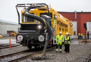 battery-powered rail maintenance vehicle