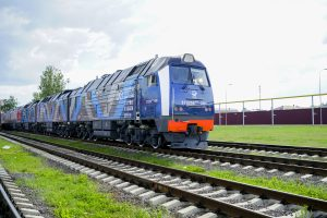 Three-section diesel freight locomotives